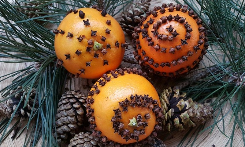 Orange and clove pomander balls